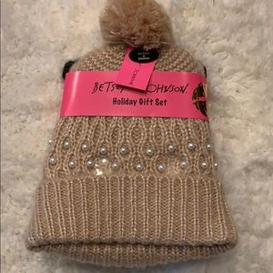 Betsey Johnson Holiday Gift Set Beanie & Snood